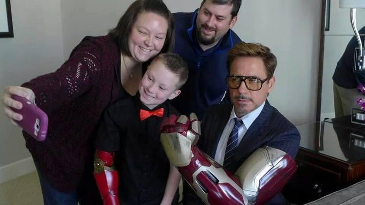 prótesis 3d con Iron Man y Alex
